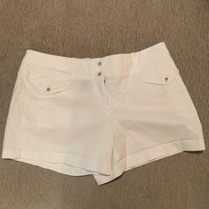 Really clean cute 🔥 White shorts 🔥 gently loved